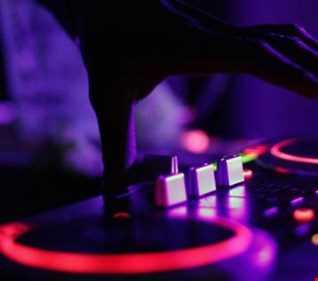Dj mckenzie presents '''Funky groove on'''