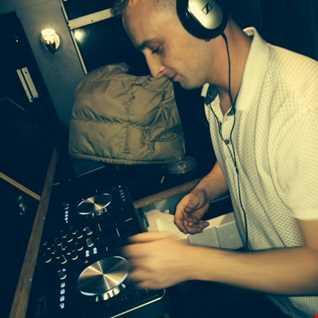 @DJ_KingSize Garage n couple Drums TFlive 94.2fm 11-7-15