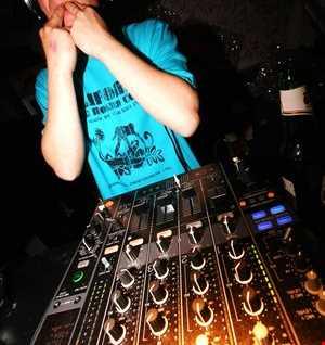 DJ 4REAL - MOOD SWING