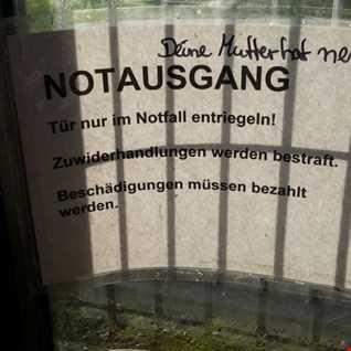 Minimal Masters - Keep your mum´s emergency door closed...please!