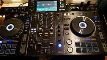 DJ Huey  80's  R&B Old School Mix
